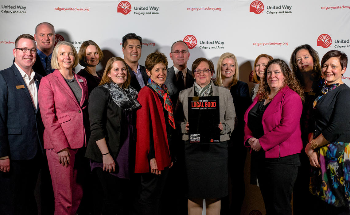 The University of Calgary receives the United Way of Calgary and Area President's Award at the Spirits of Gold event. The 2018 UCalgary United Way campaign was supported by a group of 40 cabinet members from all faculties and units.