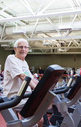 Working out at the University of Calgary fitness centre in the Faculty of Kinesiology keeps nonagenarian Les Rispler healthy and active. Photos by Riley Brandt, University of Calgary