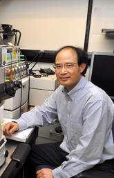 Wayne Chen in his lab at the Cumming School of Medicine.